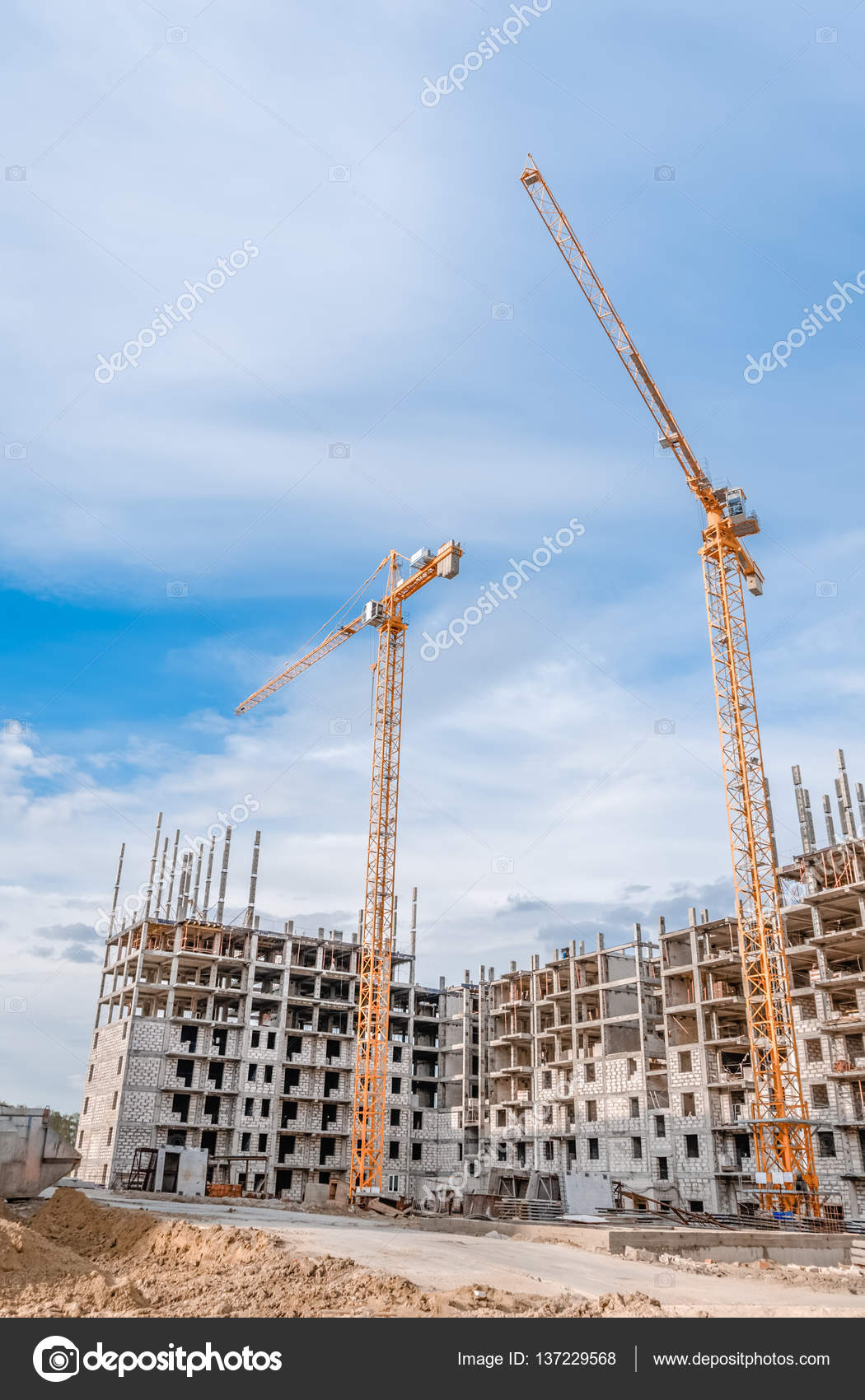 Mächtige Kran Und Bau Von Neuen Häusern U2014 Stockfoto