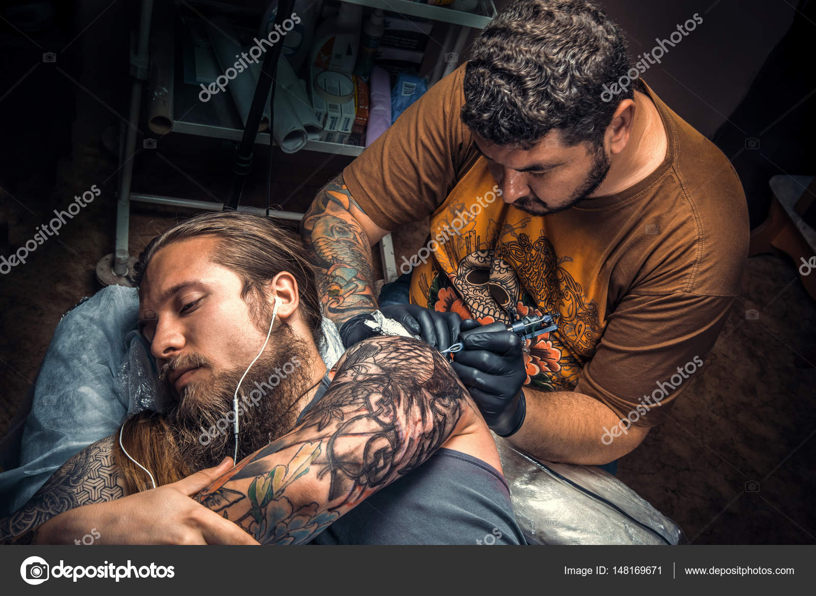 depositphotos_148169671-stock-photo-tattoo-master-posing-in-tattoo.jpg