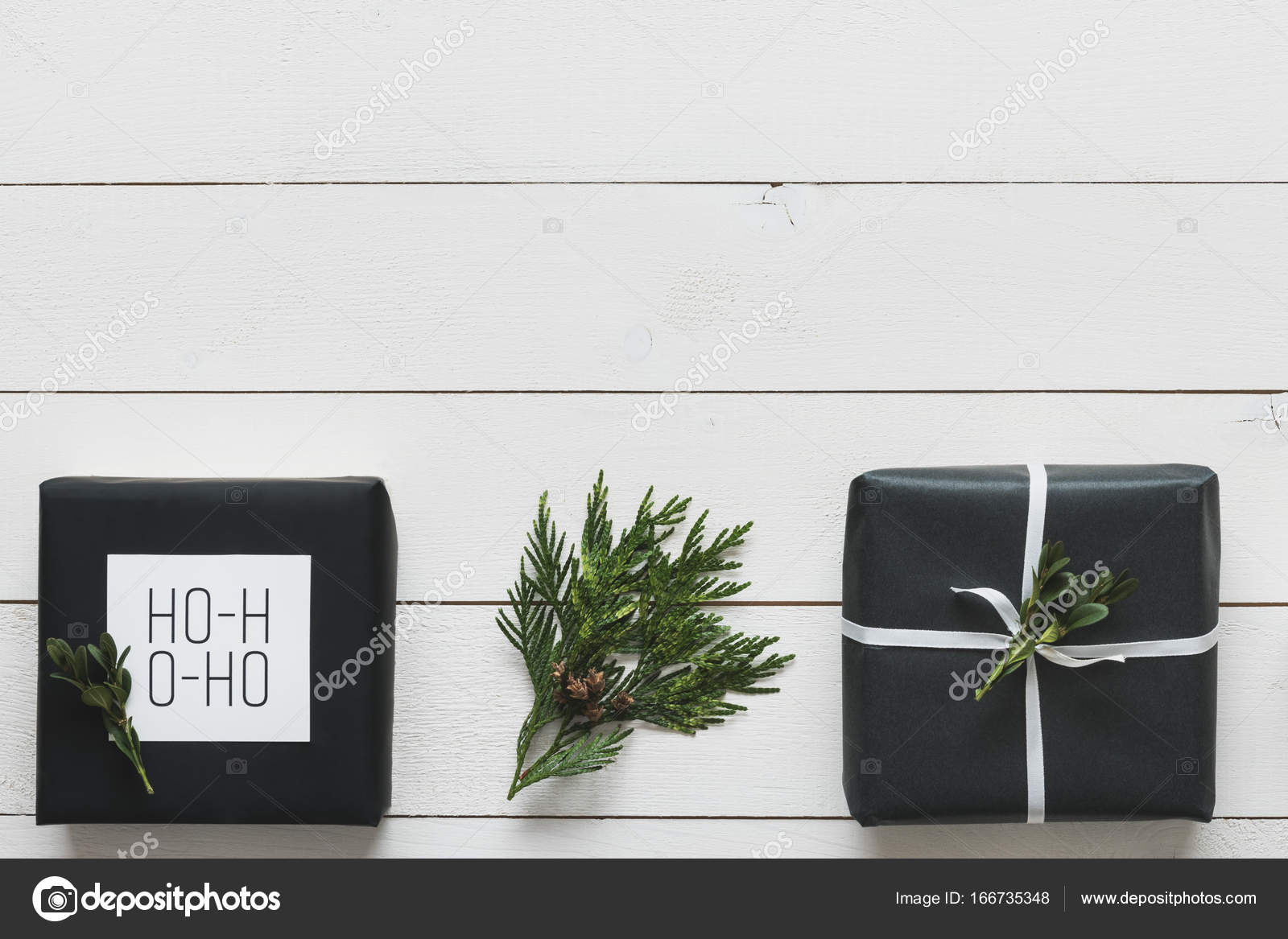 Elegante Weihnachtsgeschenke nordischen Retro-, Schreibtisch-Blick ...
