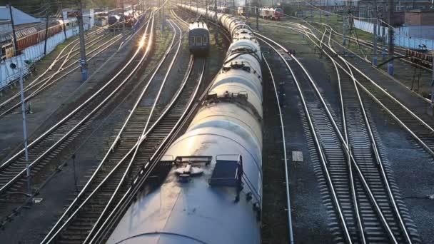 nákladní vlak kolem