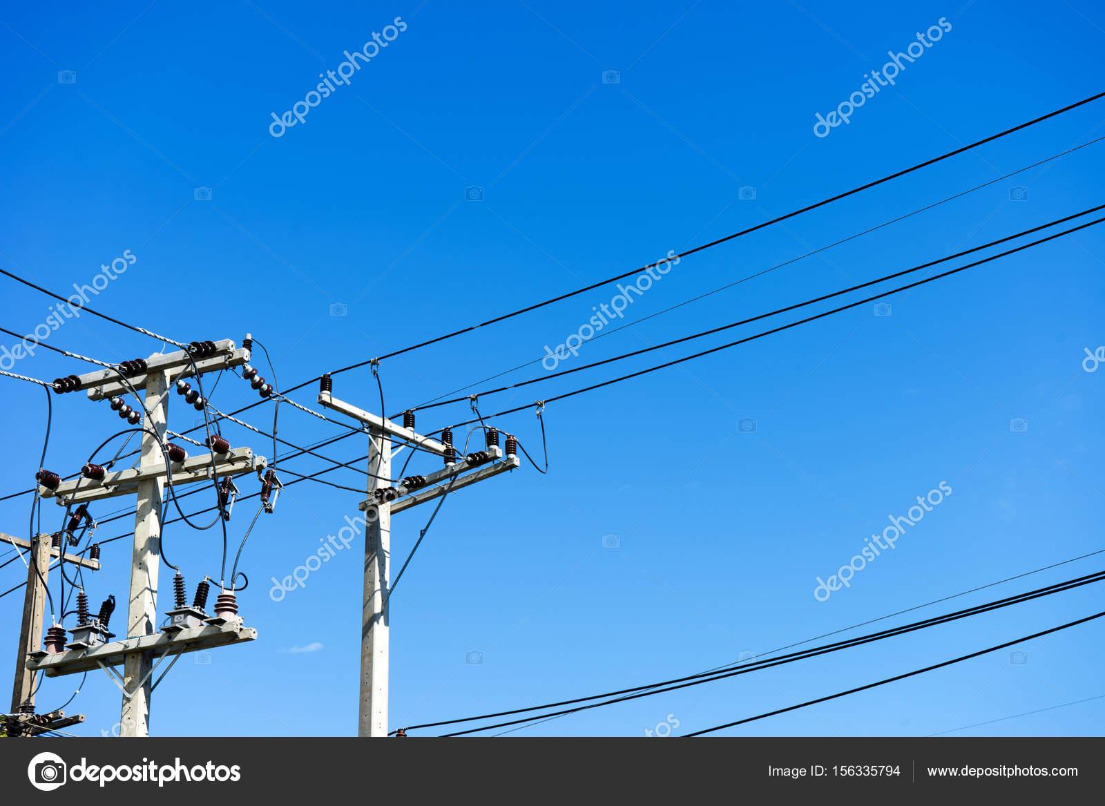 elektrischer Draht auf den Pol ich — Stockfoto © sabthai #156335794