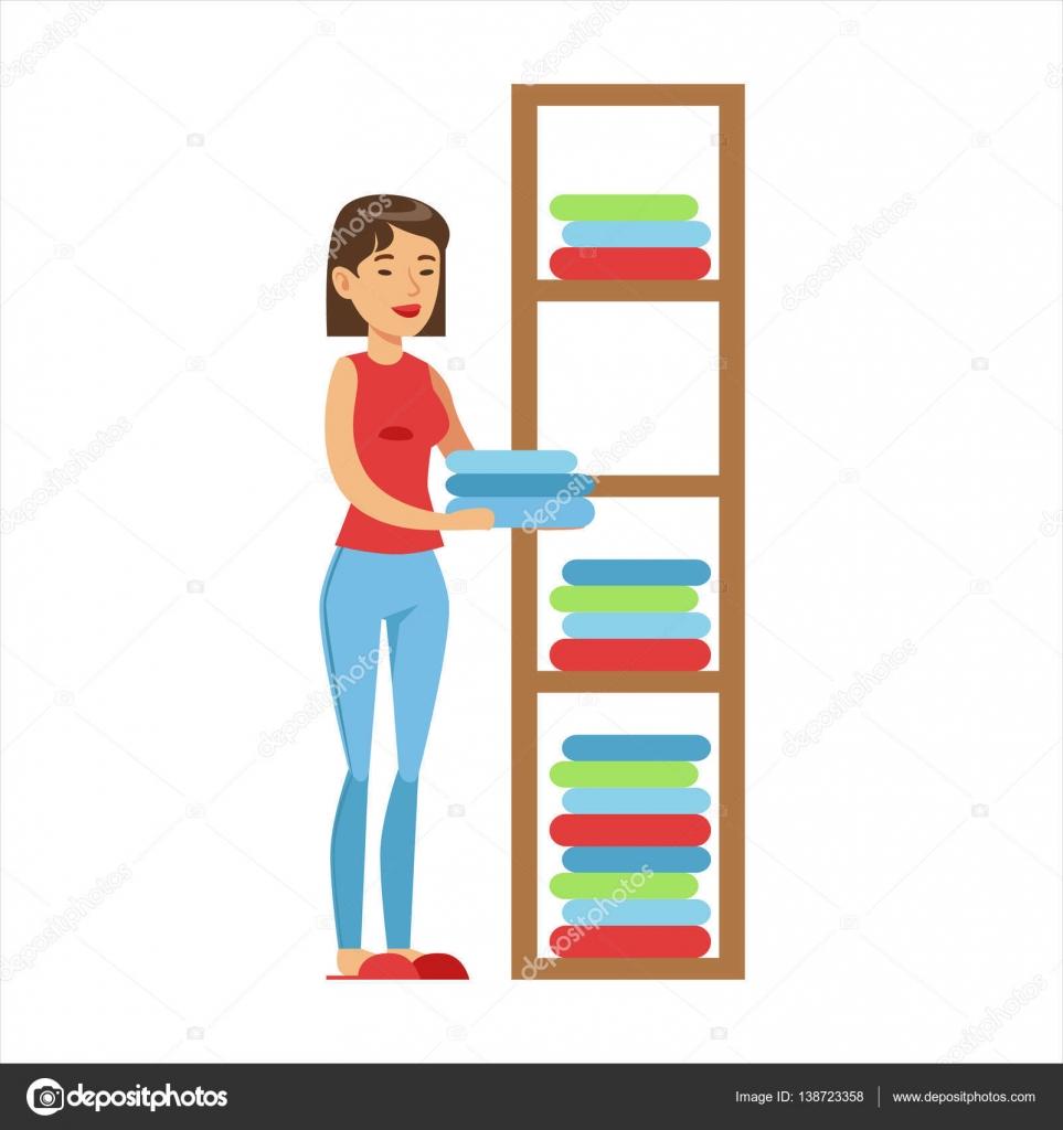Mujer ama de casa que van de ropa limpia en los estantes - Ropa para casa ...
