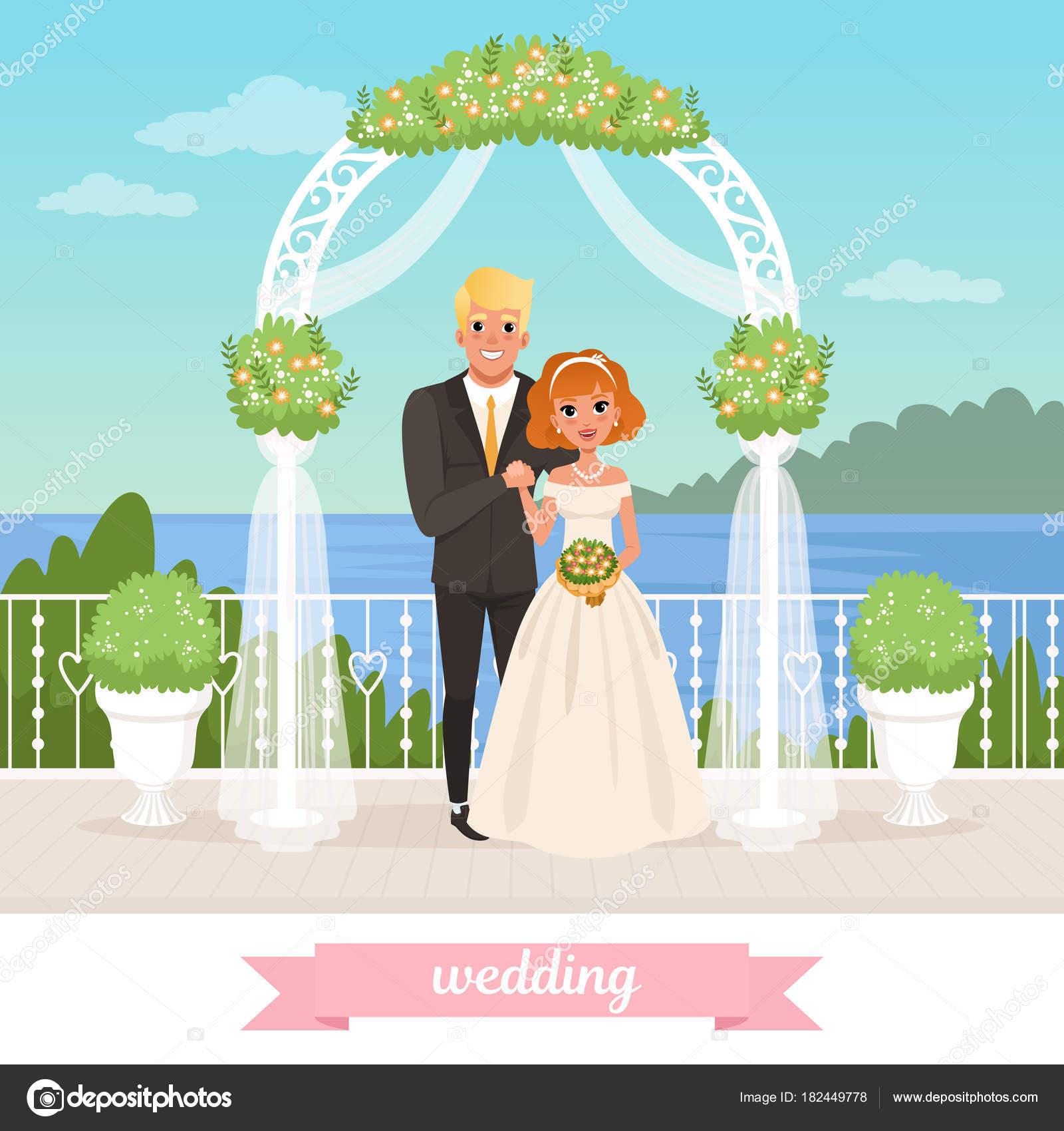 Novia y el novio está parado bajo el arco floral. Día de la boda ...