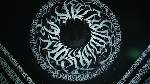 Graffiti a falon. Fehér betűk fekete falon. Pokras Panzió