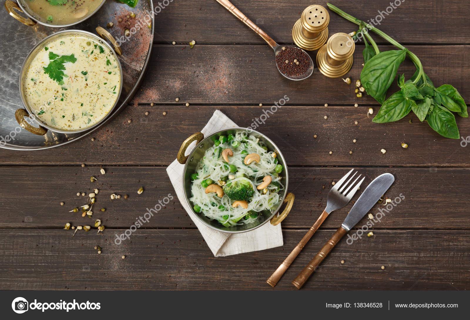 Vegana y cocina vegetariana de la India para platos, arroz especiado ...
