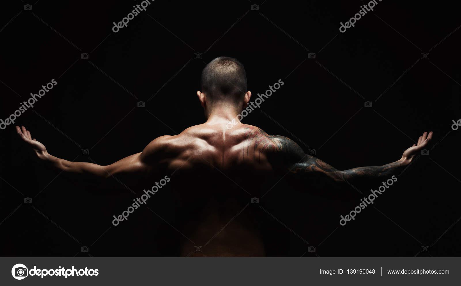Hombre irreconocible muestra cuello fuerte músculos closeup — Fotos ...