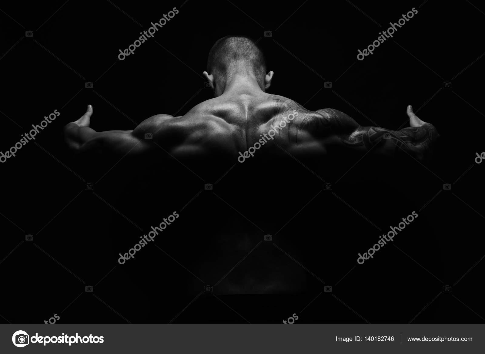 Hombre irreconocible muestra cuello fuerte músculos closeup — Foto ...