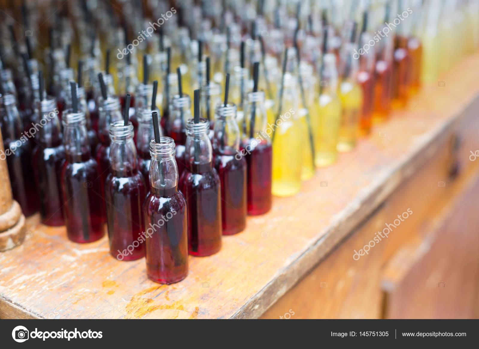 Alkohol Cocktails, Shots in Trinkflaschen — Stockfoto © Milkos ...