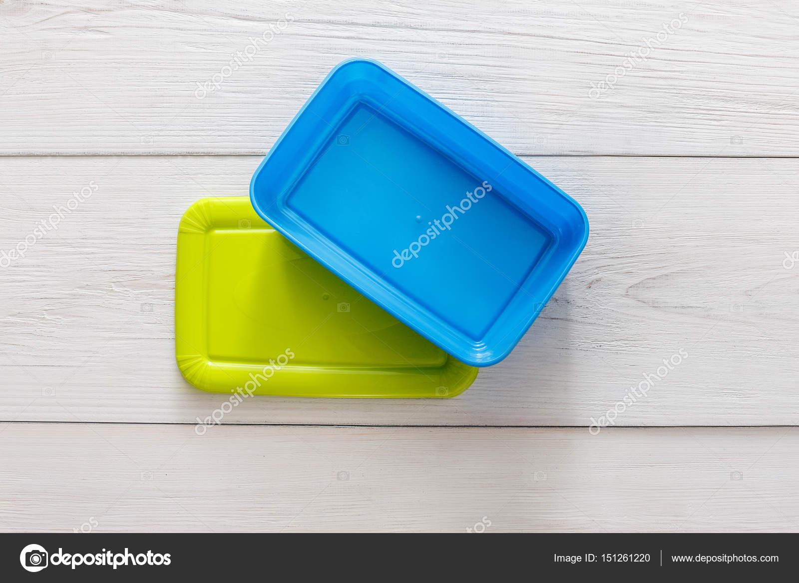 fc0db731c4 Prázdné plastové kufříky na bílého dřeva