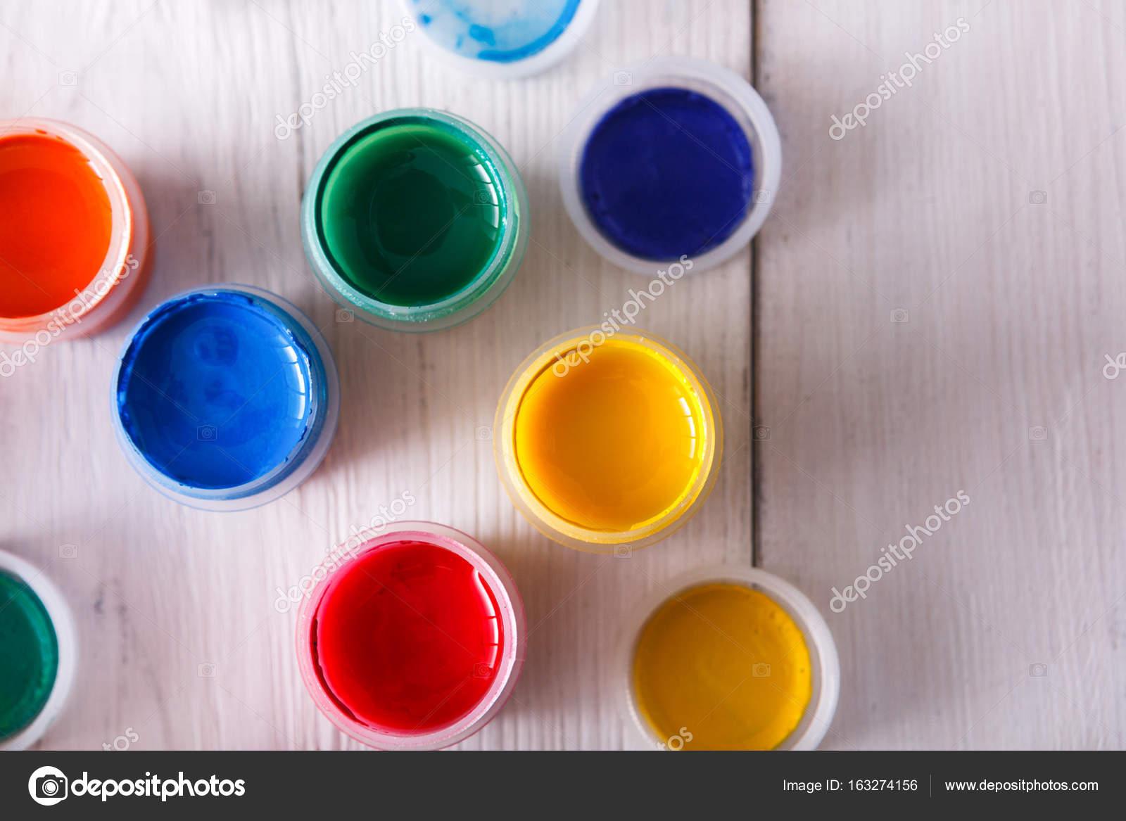 Colori Vernici Legno : Lavoro di artista set di vernici di colore sullo scrittorio di