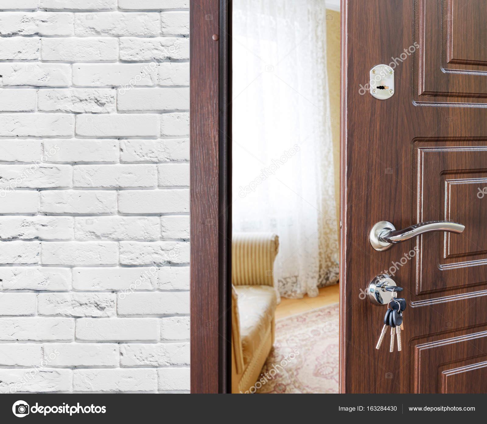 Bon Half Open Door Of A Modern Living Room Closeup. U2014 Stock Photo