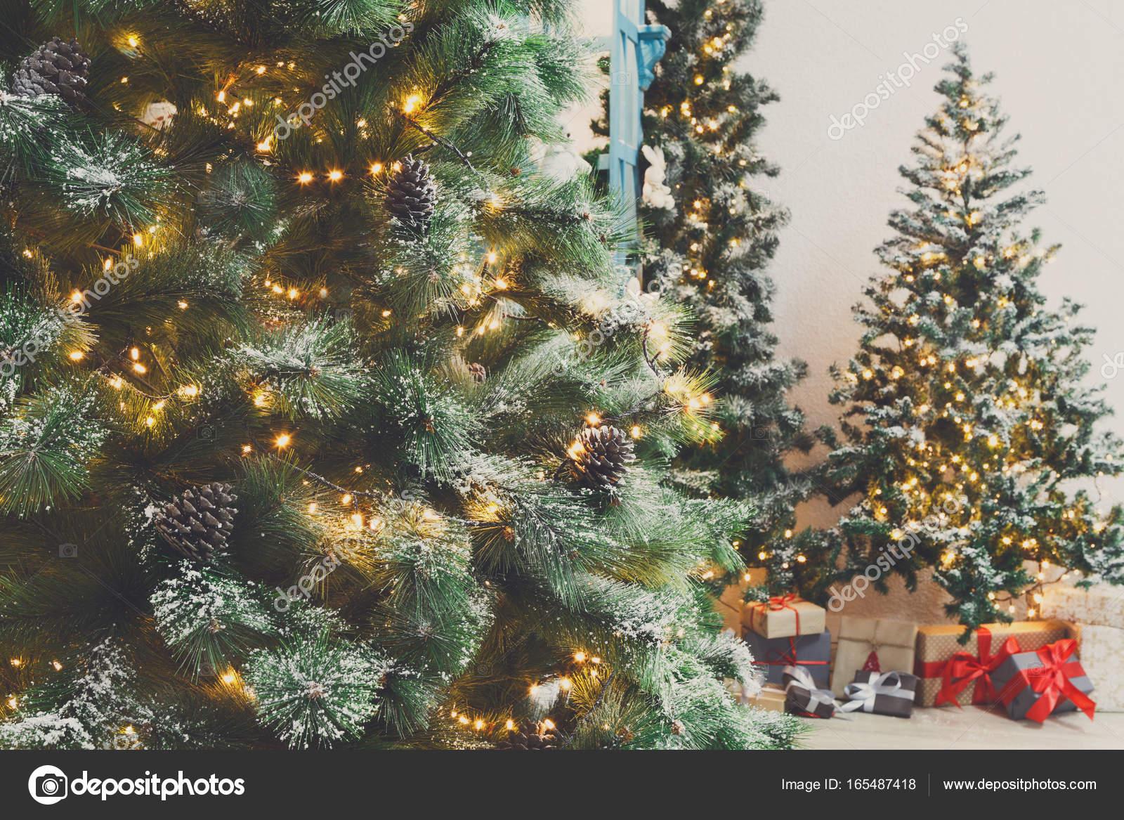 Immagini Alberi Di Natale Decorati.Alberi Di Natale Sfondo Splendente Ghirlanda Decorati Foto