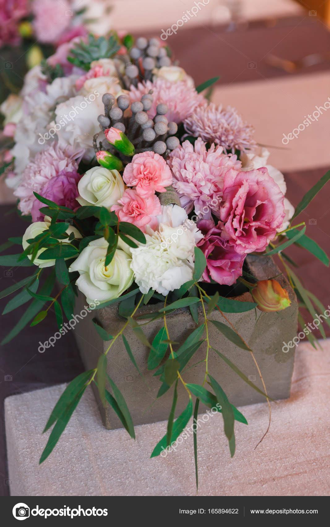 Blumenschmuck Hochzeit Tischset Stockfoto Milkos 165894622