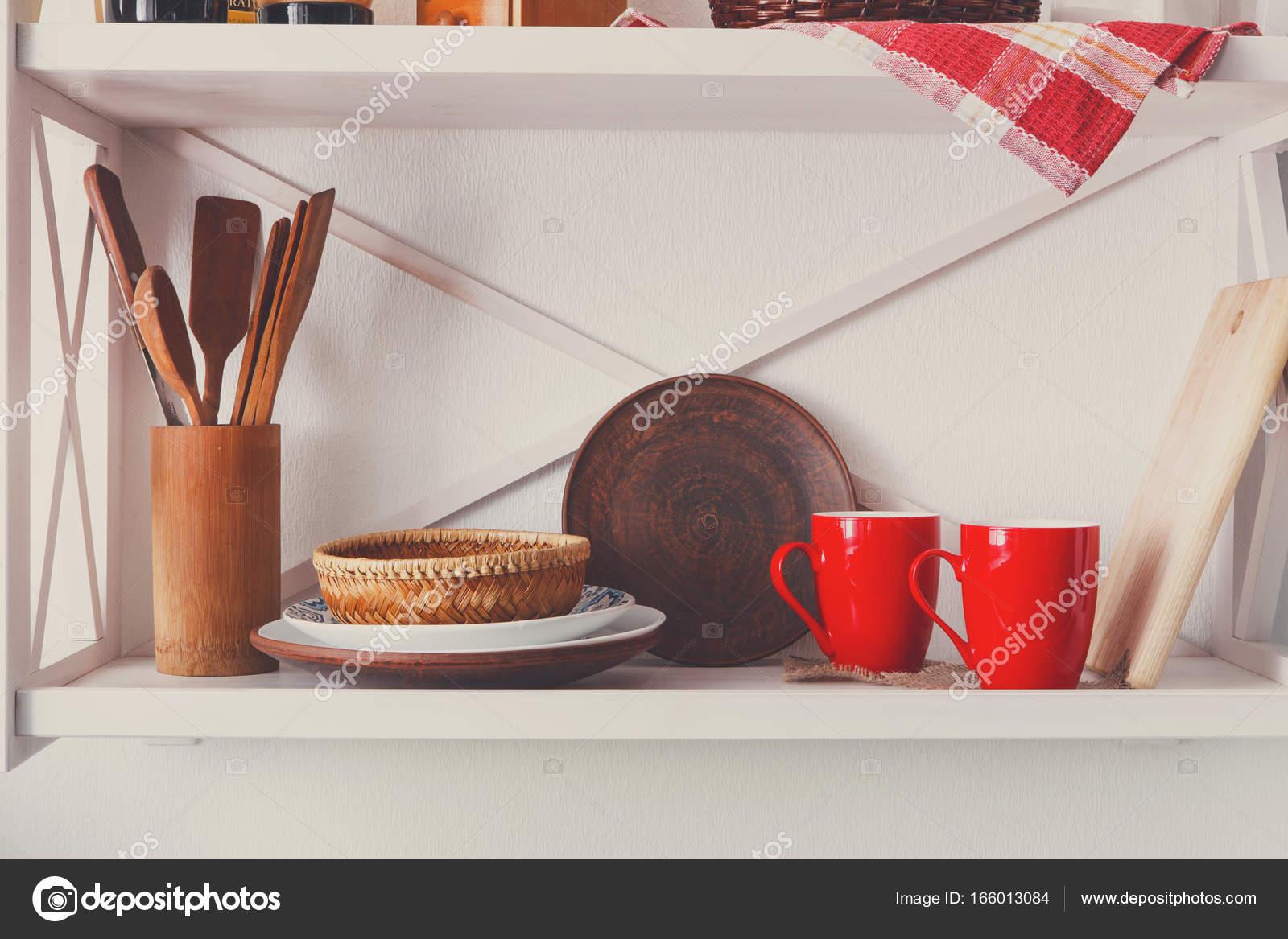Estante de madera blanco, muebles rusticos de cocina — Foto ...