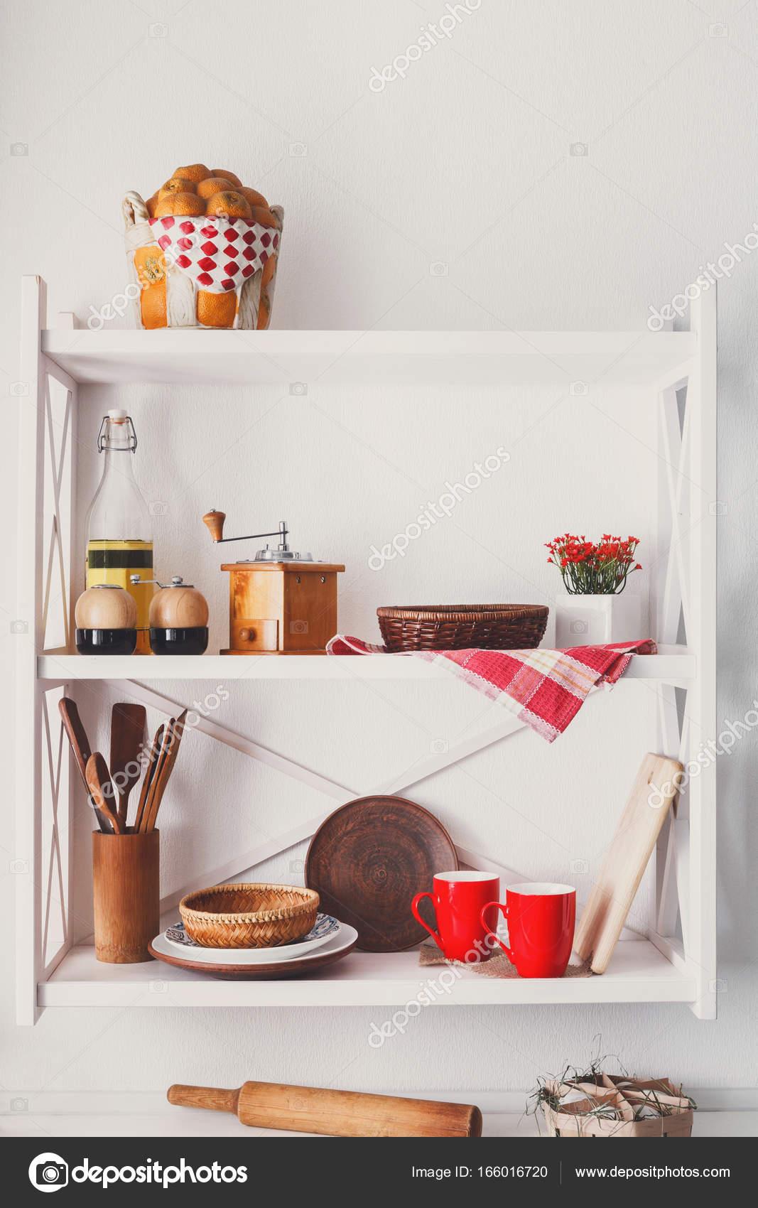 Białe Półki Drewniane Rustykalne Meble Kuchenne Zdjęcie
