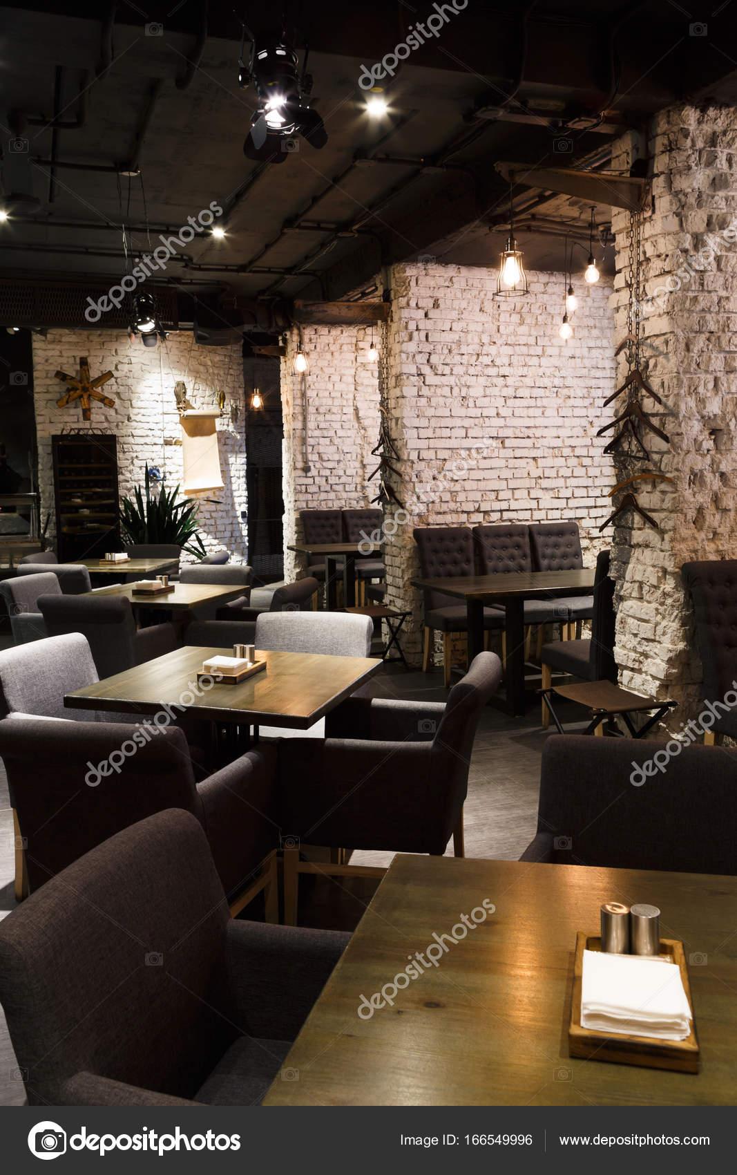 Interieur des modernen Restaurants, Loft-Stil — Stockfoto © Milkos ...
