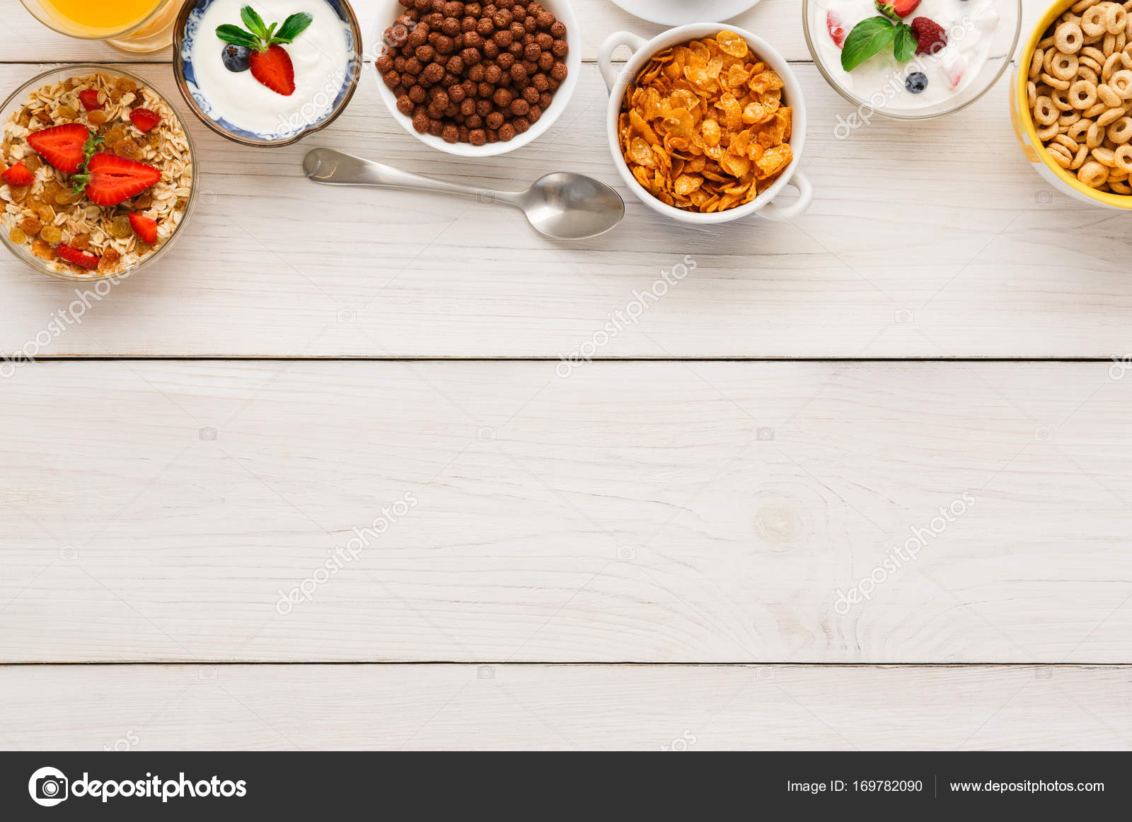 Repas Petit déjeuner sain sur l espace de copie de table en bois– images de  stock libres de droits 364f4076959d