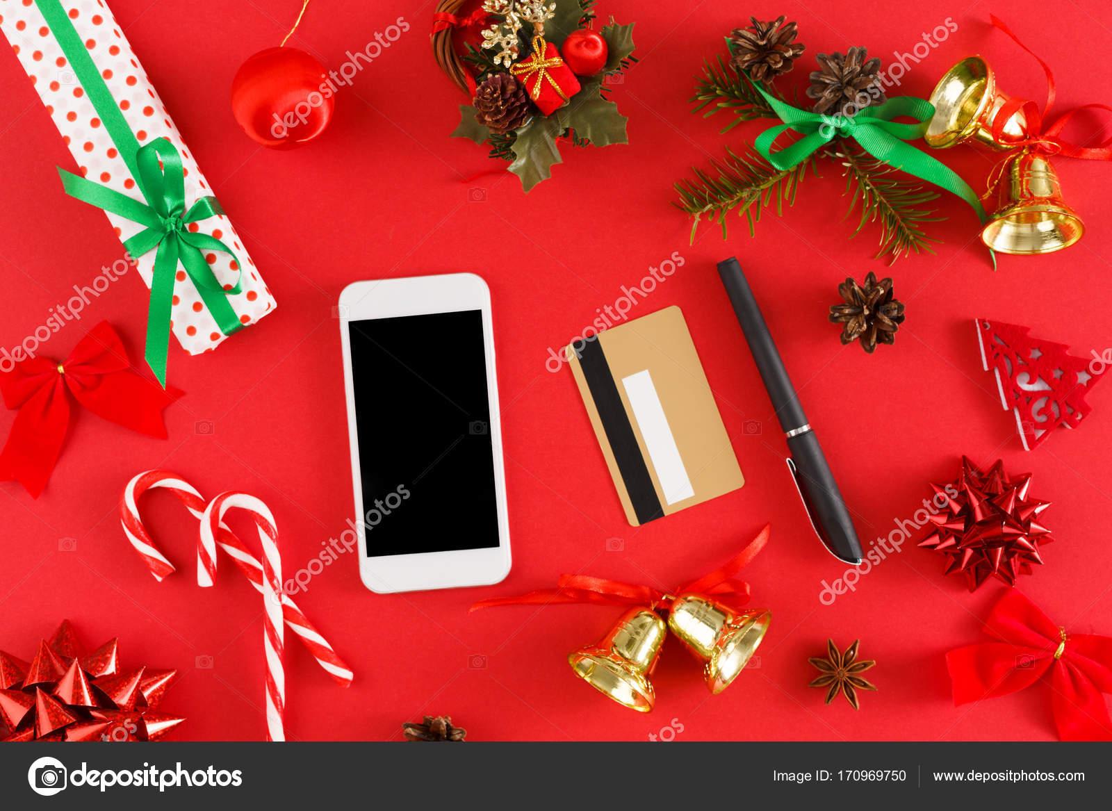 Regali Di Natale Acquisti On Line.Ragazza Di Acquisto Natale Regali Online Su Smartphone Con Carta Di