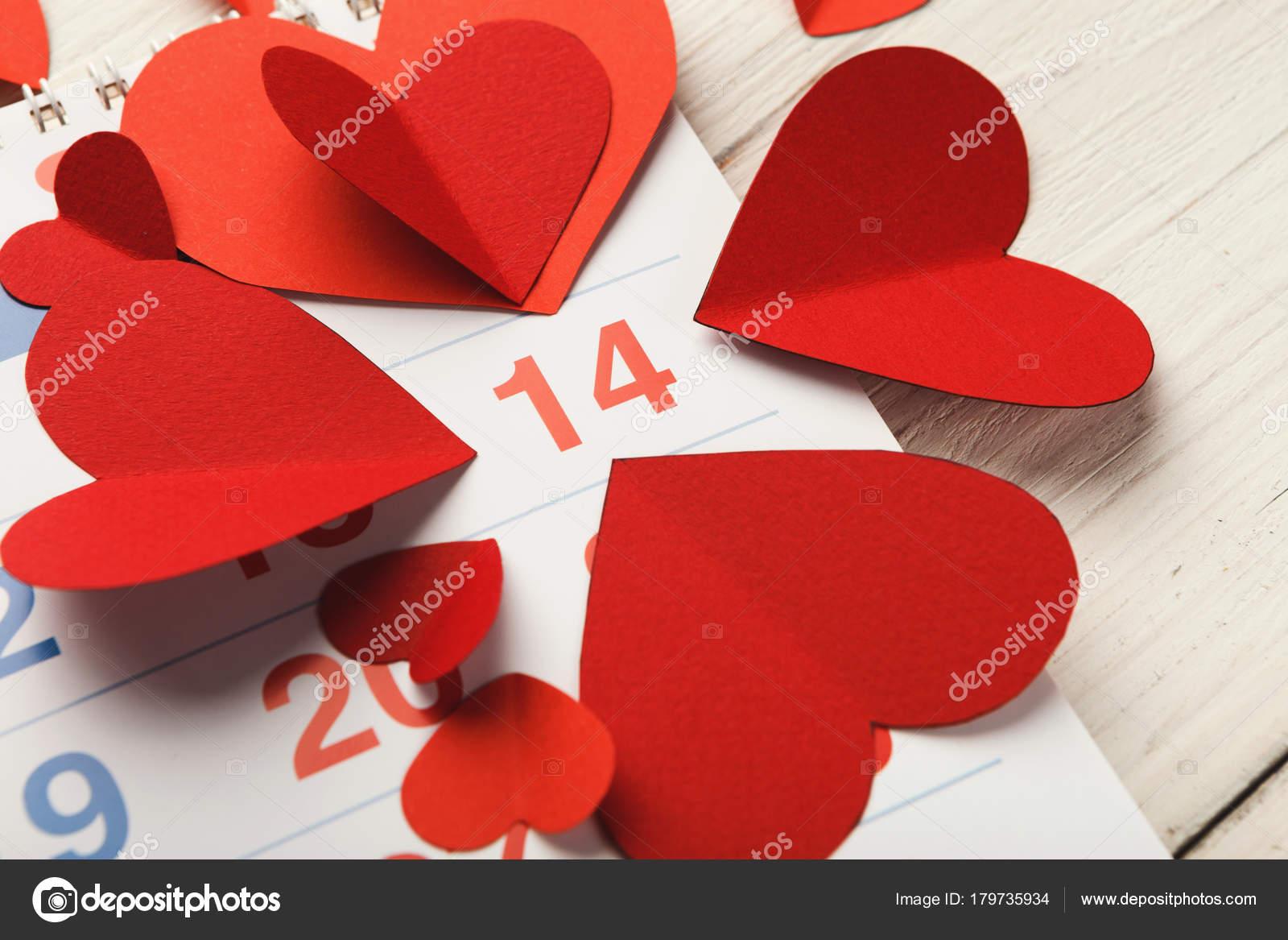 Rossi Sul Calendario.Pagina Del Calendario Con I Cuori Rossi Il 14 Febbraio