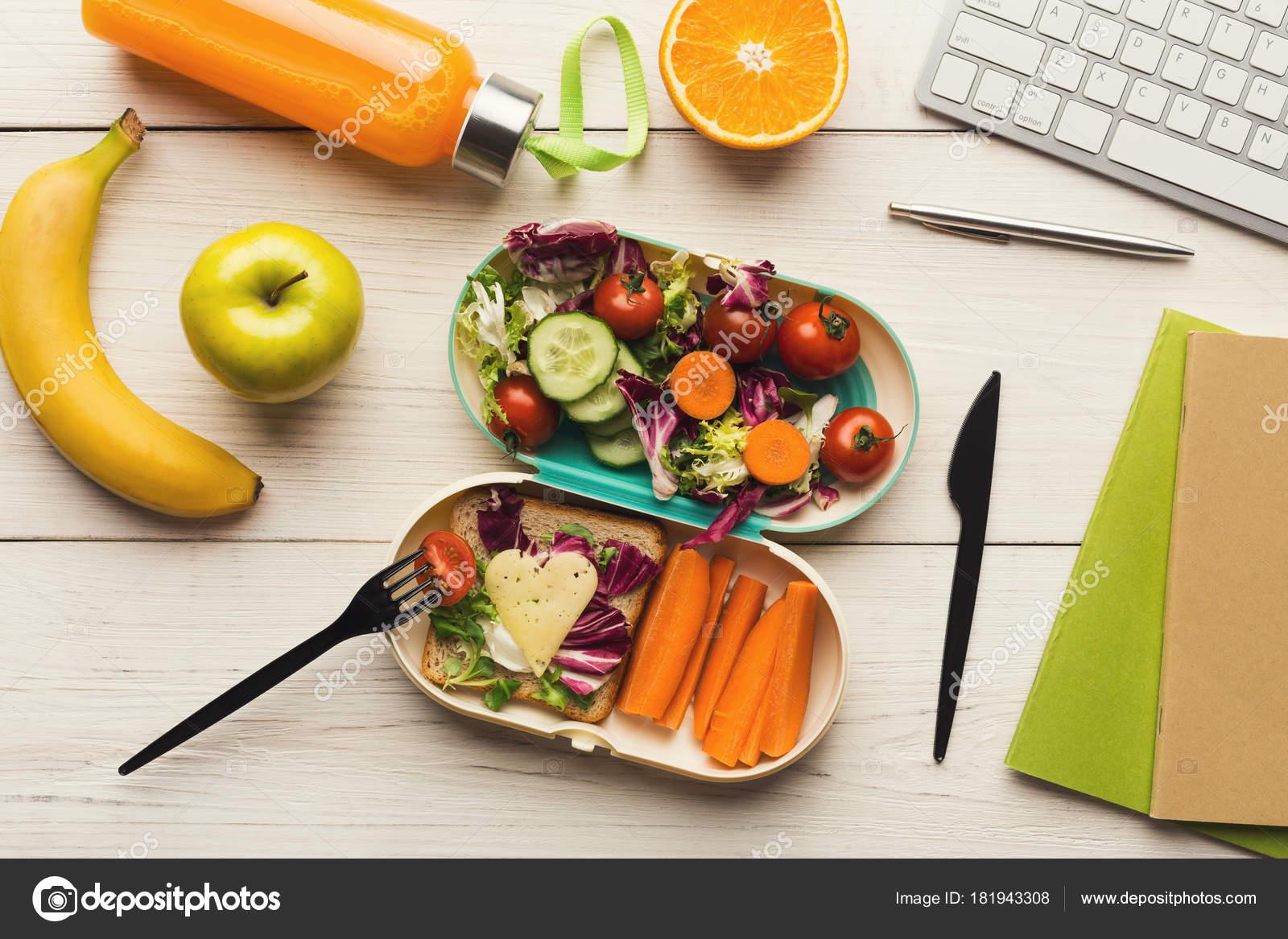 Pranzo Ufficio Vegano : Cena sano da scatola di pranzo a tavolo di lavoro di ufficio