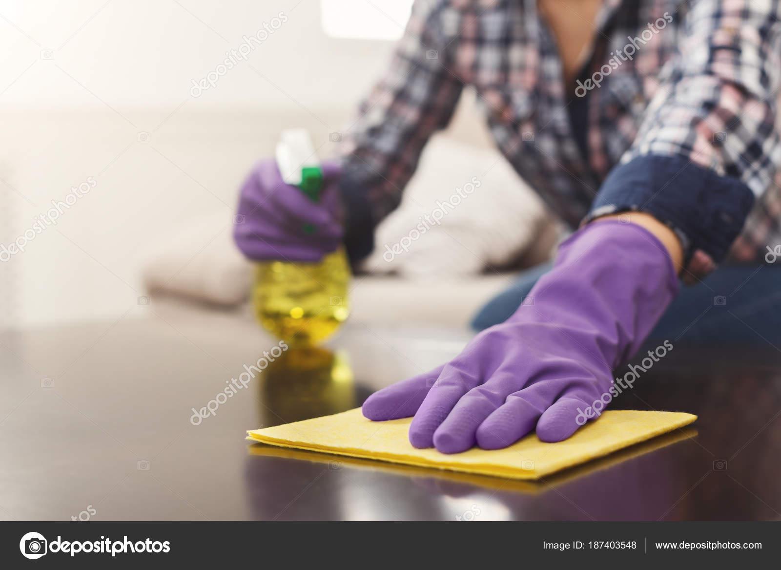 Blonde Hausfrau von einer Handvoll Kerlen benutzt