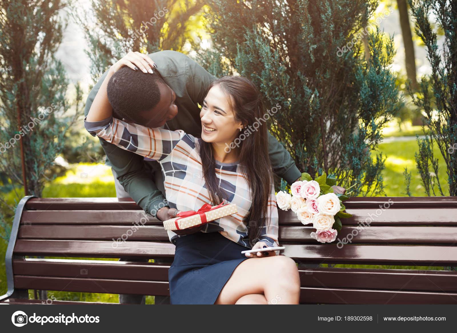 ραντεβού δίνοντας λουλούδια εβραϊκές ιστοσελίδες που χρονολογούνται