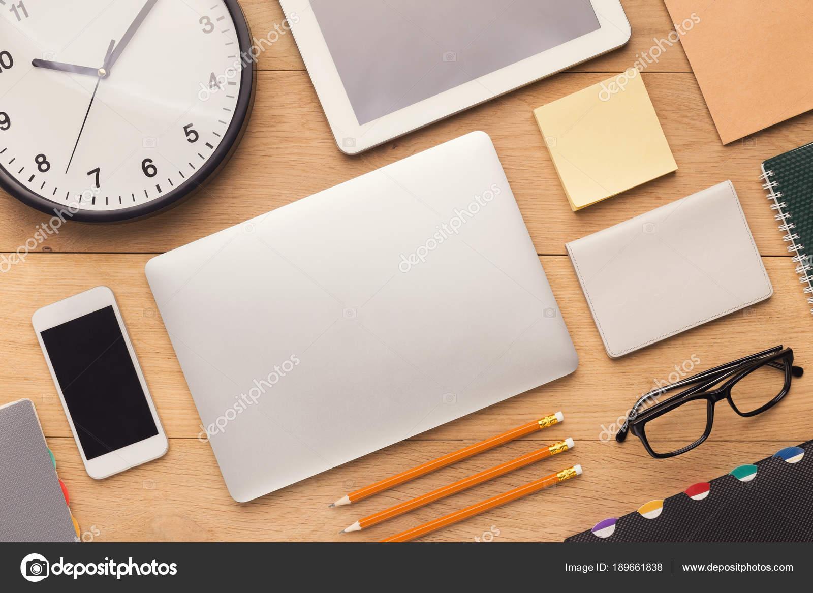 Strenge Schreibtisch ordentlich Person — Stockfoto © Milkos #189661838