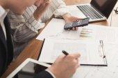 Kontrola dokumentů a použití kalkulačky se spolupracovníky