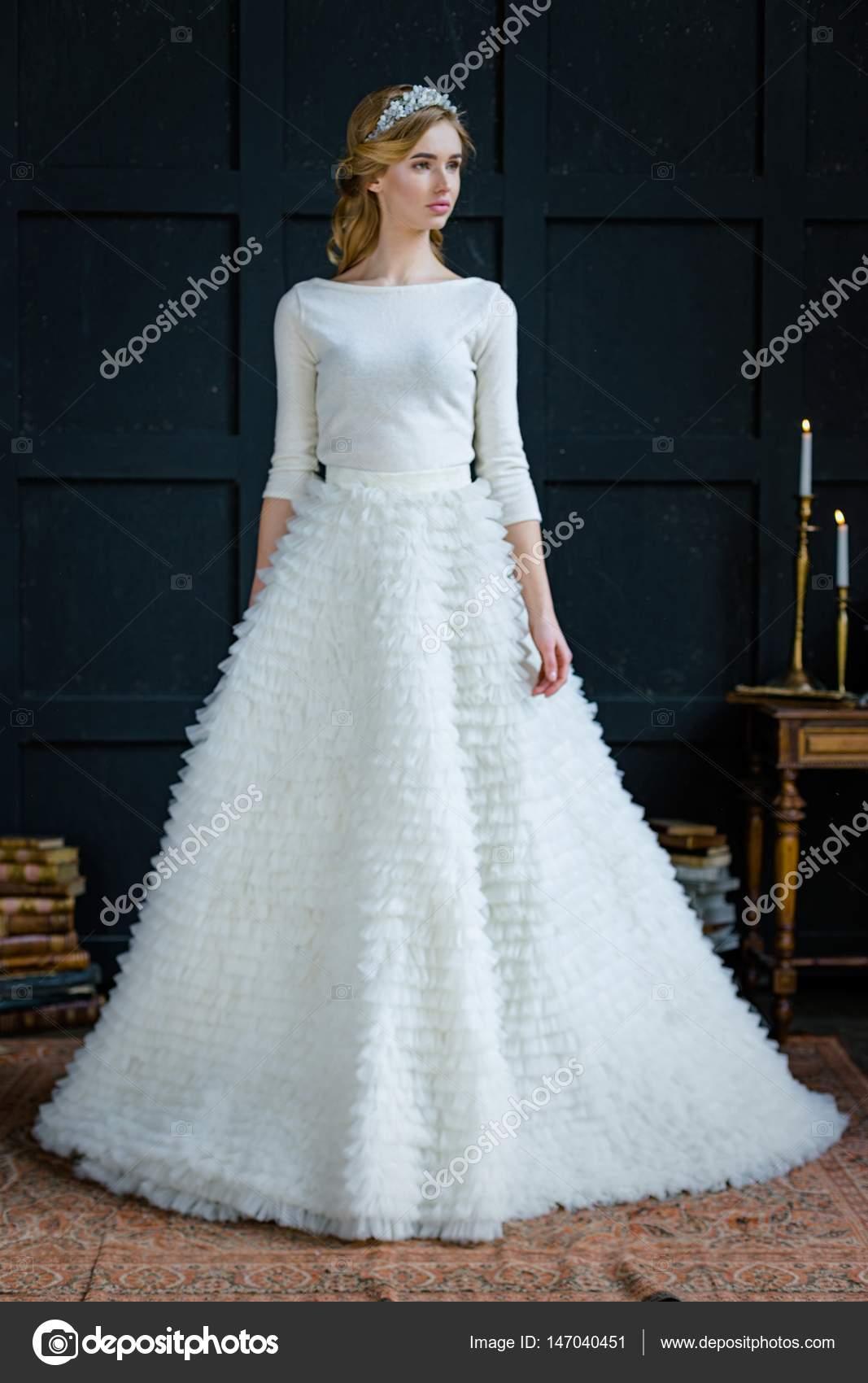 Woman in wedding dress and diadem — Stock Photo © smmartynenko ...