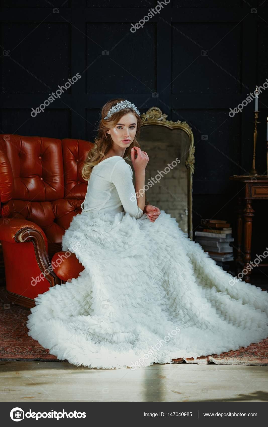 woman in wedding dress — Stock Photo © smmartynenko #147040985