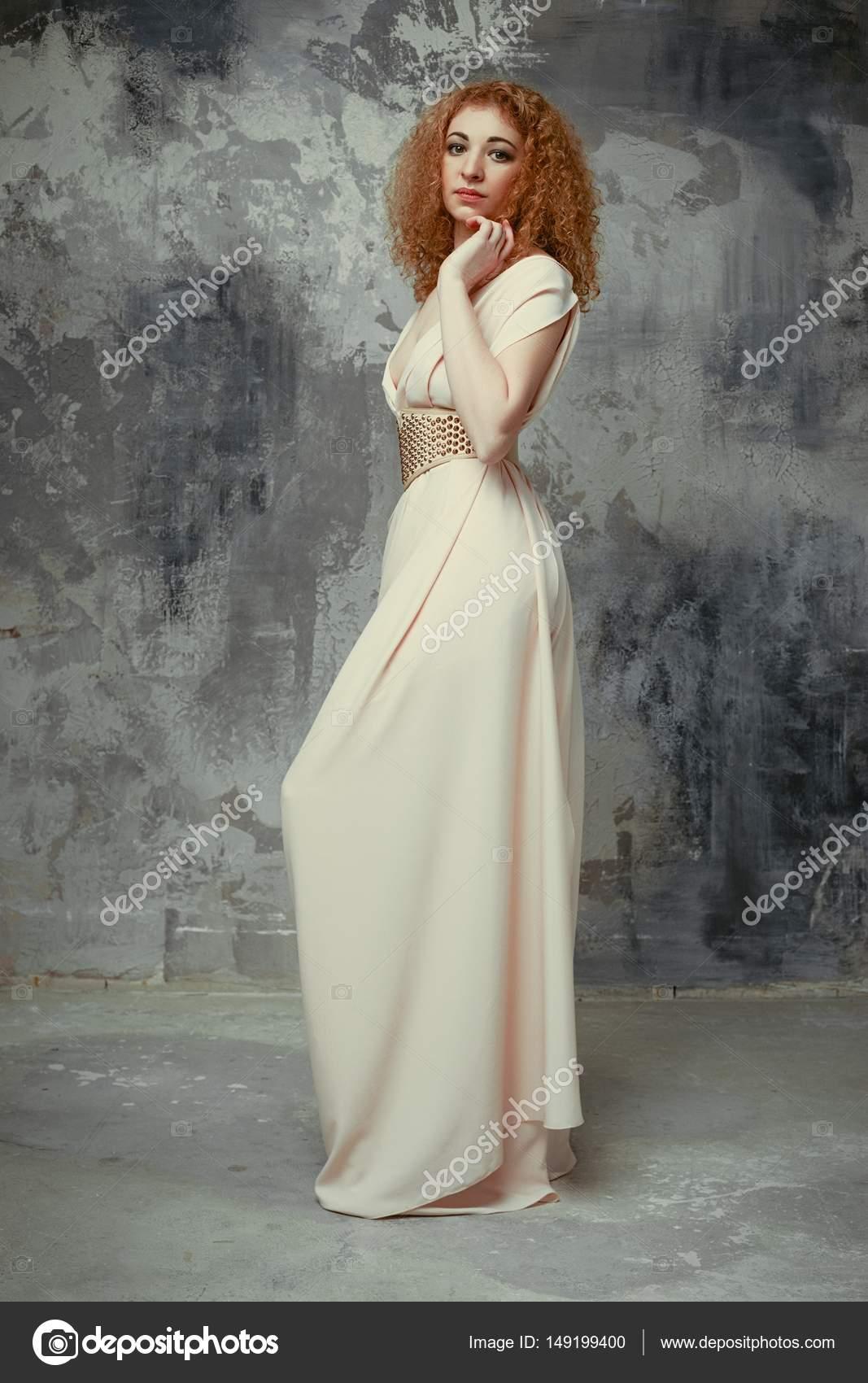 Junge Frau im eleganten Kleid — Stockfoto © smmartynenko #149199400