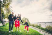 Kedves család, a park
