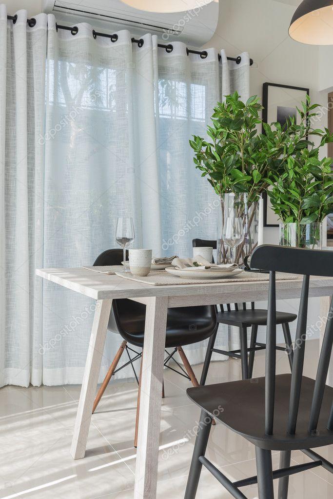 Moderne Esszimmer Mit Schwarzer Moderner Stuhl Und Vase Mit Pflanze U2014  Stockfoto