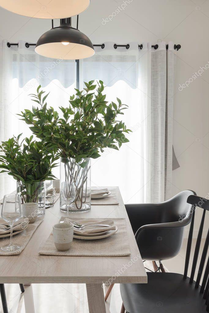 Moderne Esszimmer Mit Schwarzer Moderner Stuhl Stockfoto