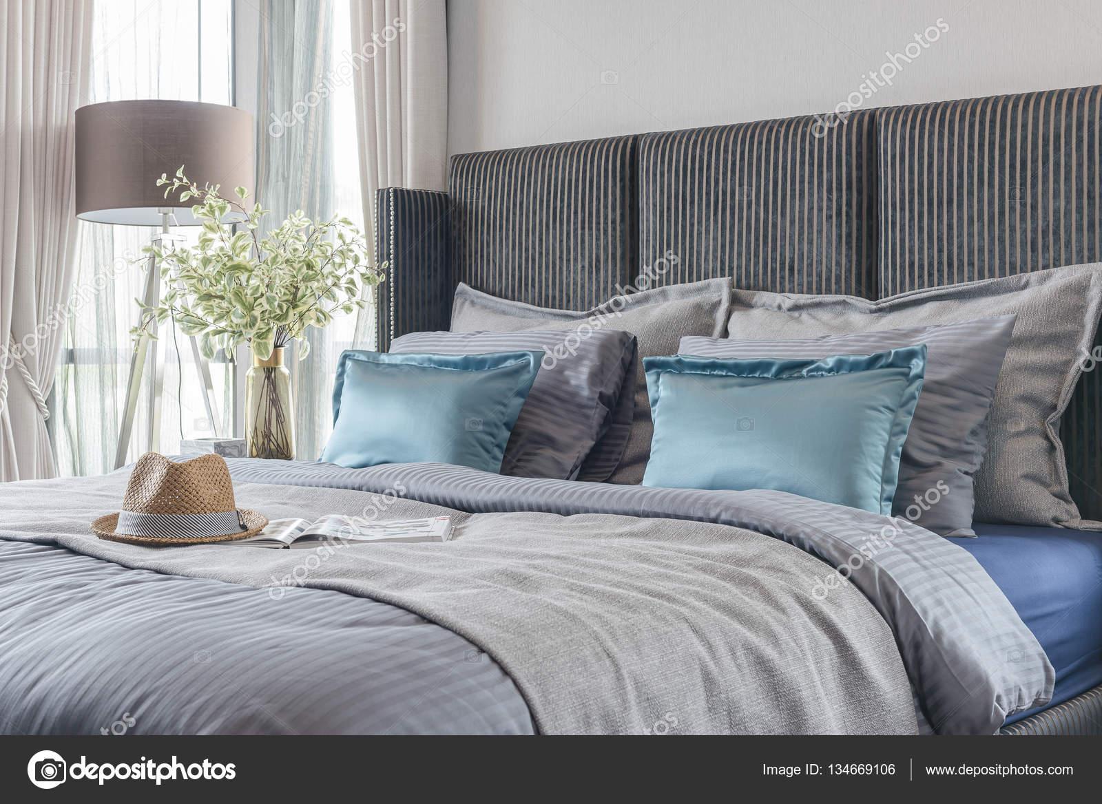 camera da letto moderna con tono di colore nero letto e set di ...