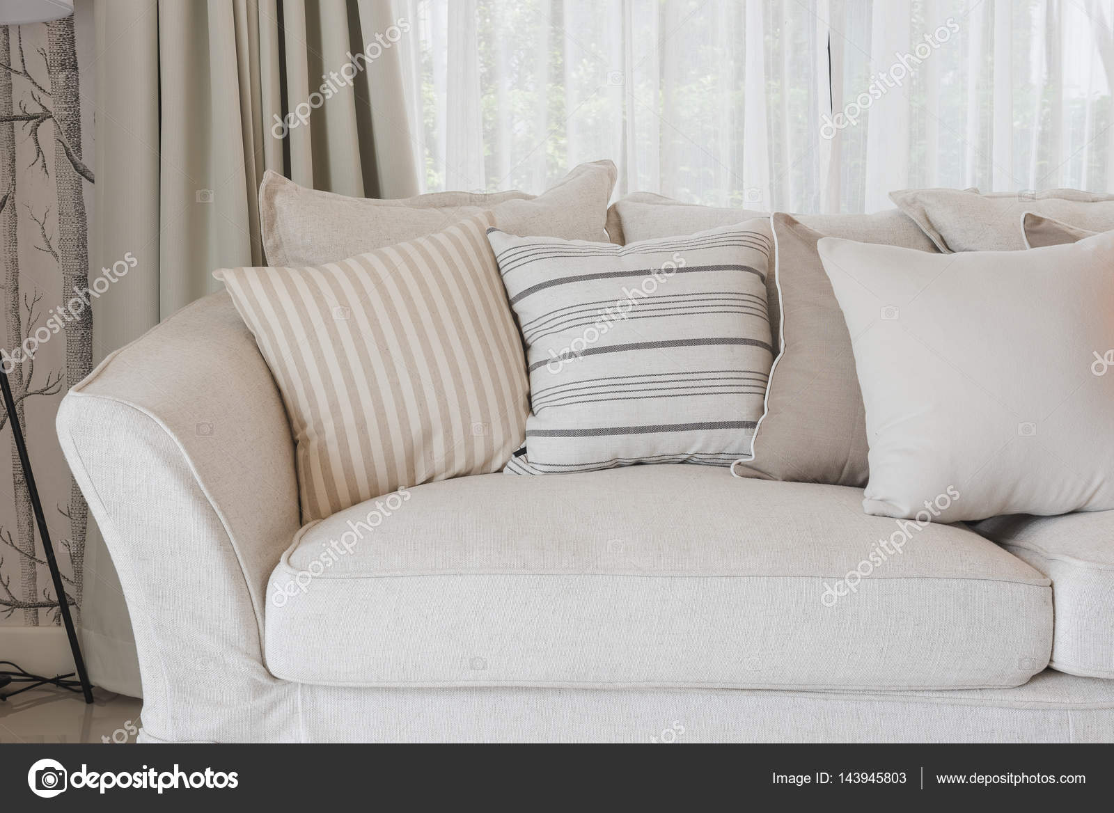 canape classique gallery of canap classique with canape classique great tt canap classique de. Black Bedroom Furniture Sets. Home Design Ideas