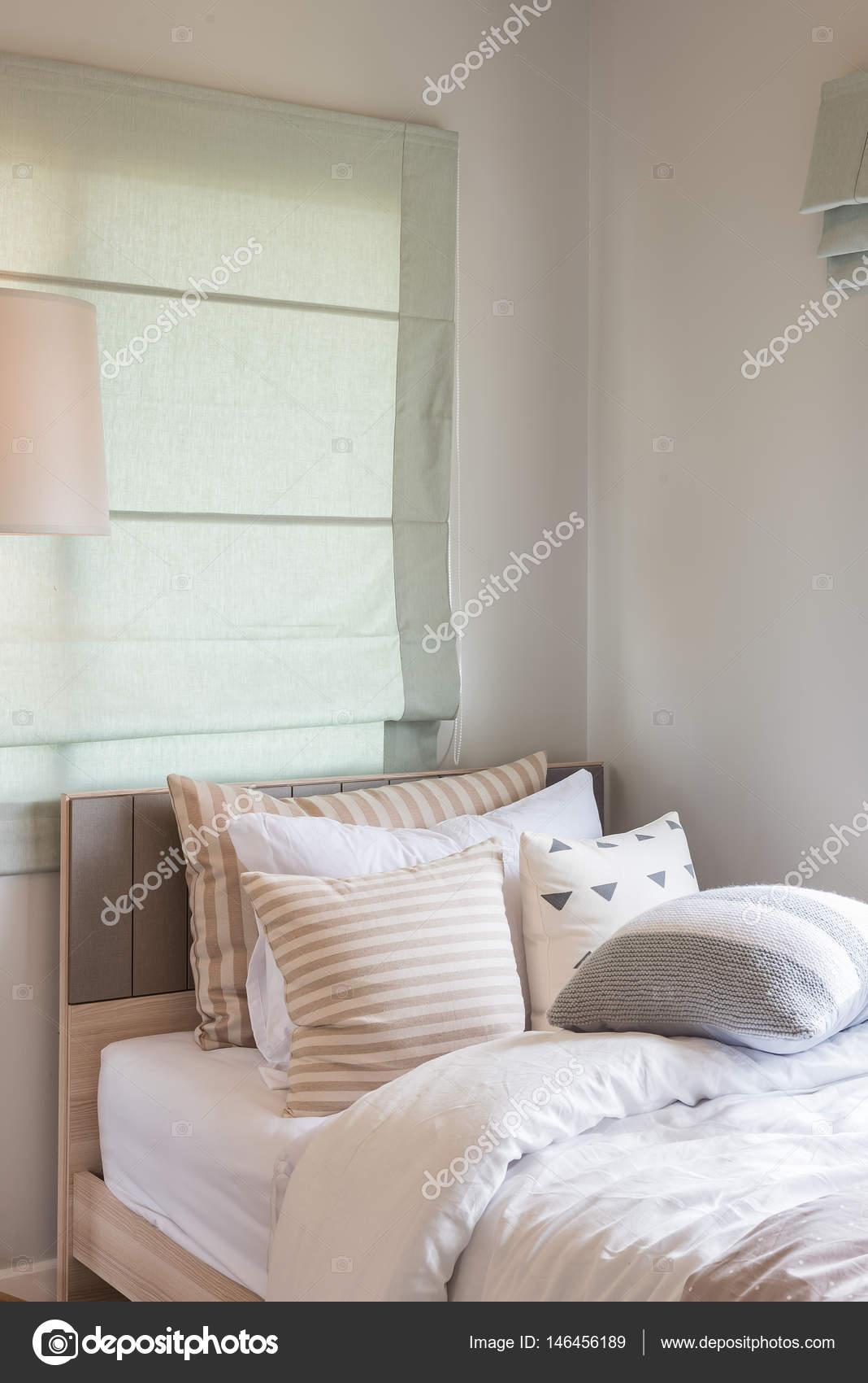 Lampada moderna in legno design nella progettazione di interni ...