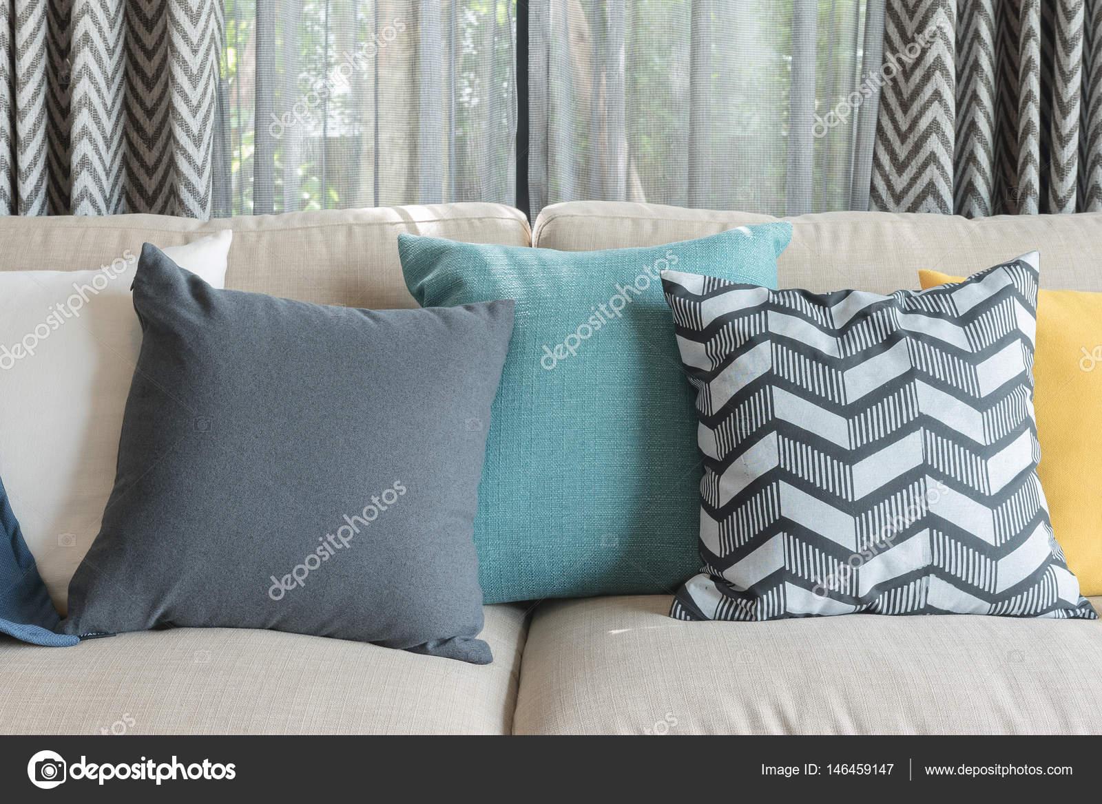 Bunte Kissen Auf Modernes Sofa In Blau Modernes Wohnzimmer Interior  Design Konzept U2014 Foto Von Khongkitwiriyachan