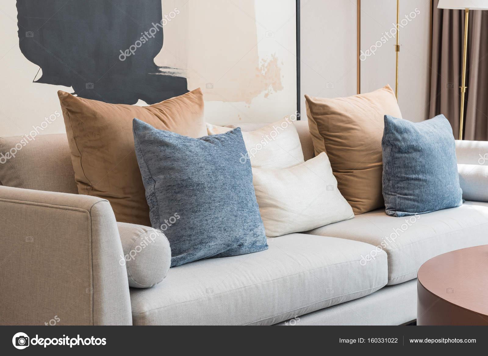 Perfekt Modernes Wohnzimmer Mit Kissen Auf Sofa U2014 Stockfoto