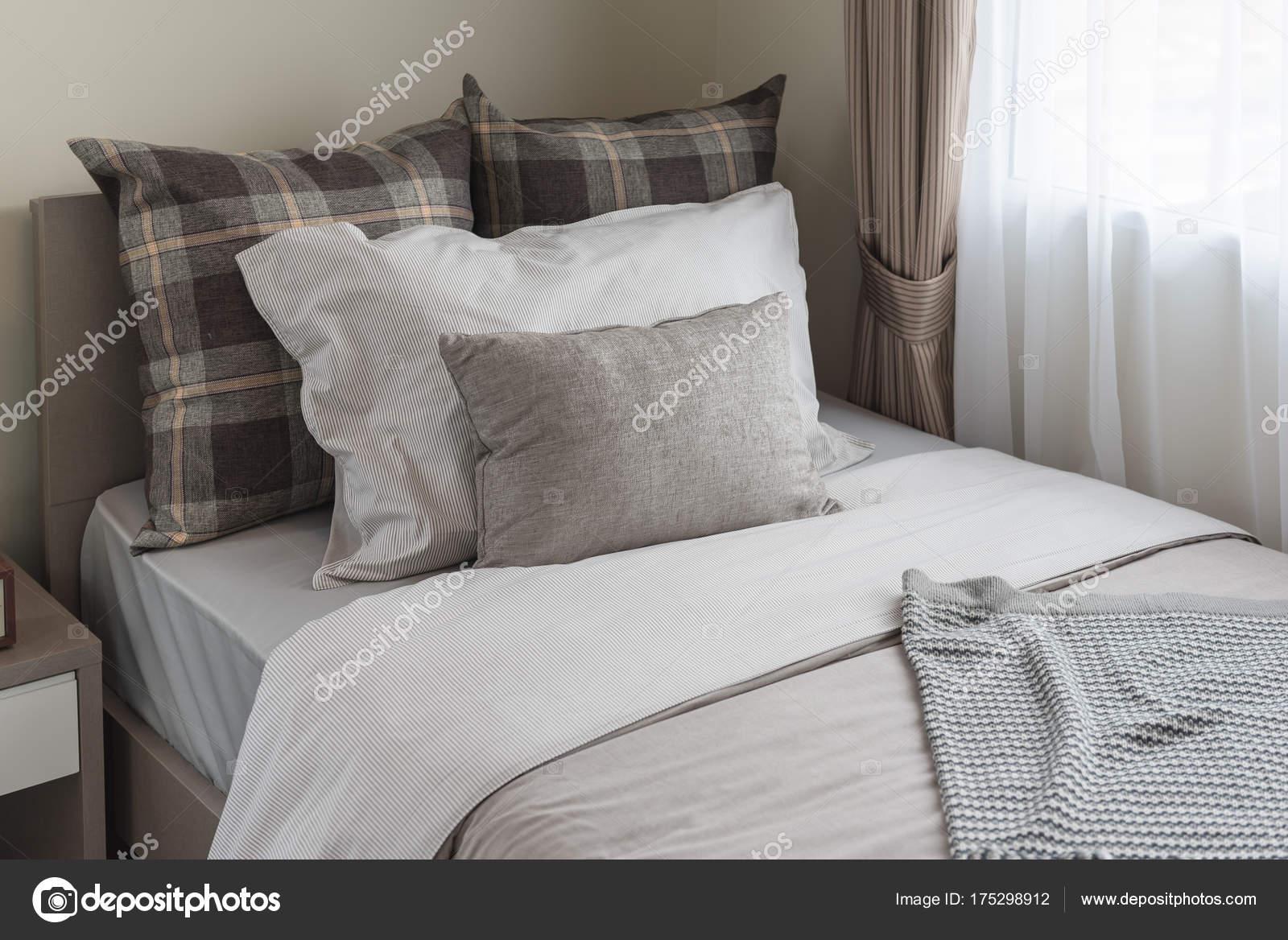 stile moderno camera da letto con letto singolo — Foto Stock ...