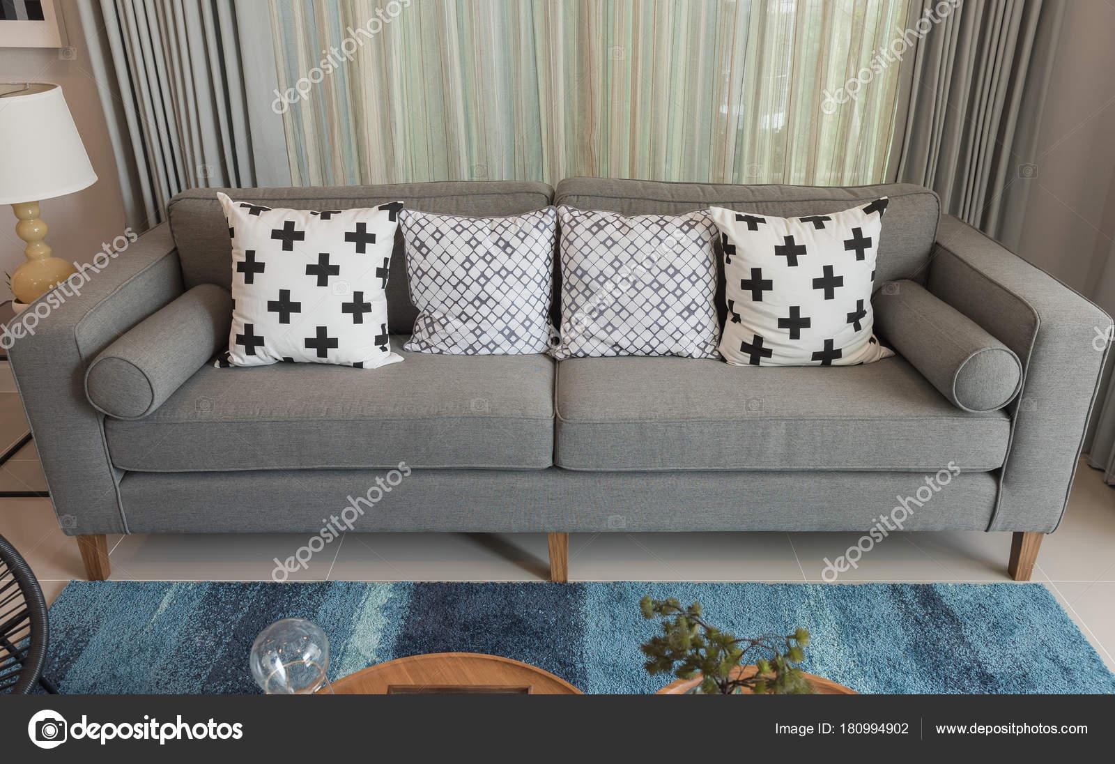 Modernes Grau Sofa Modernen Wohnzimmer Stil Mit Set Kissen  Einrichtungskonzept U2014 Stockfoto