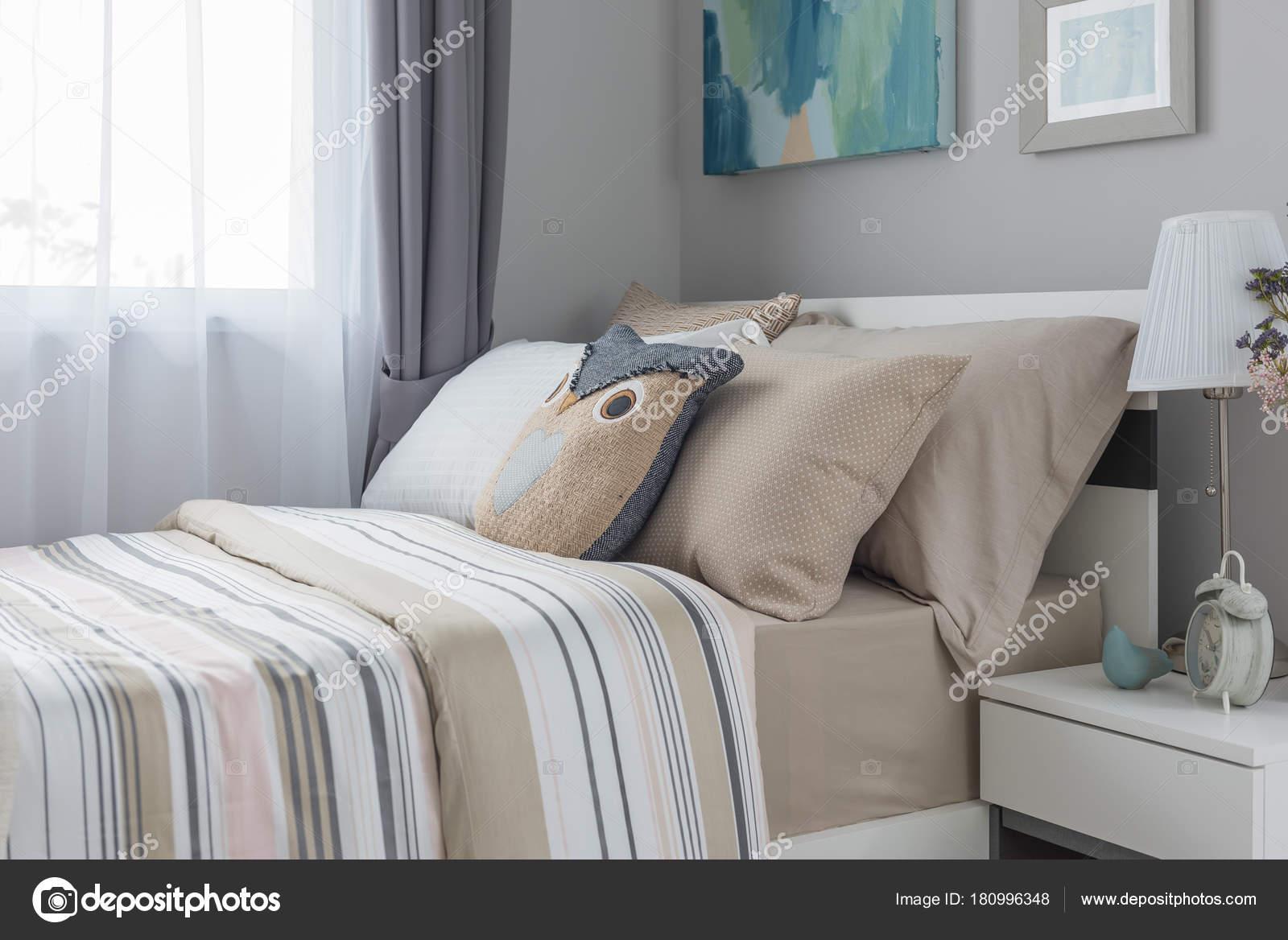 Style Moderne Chambre Coucher Avec Lit Simple Concept Design ...