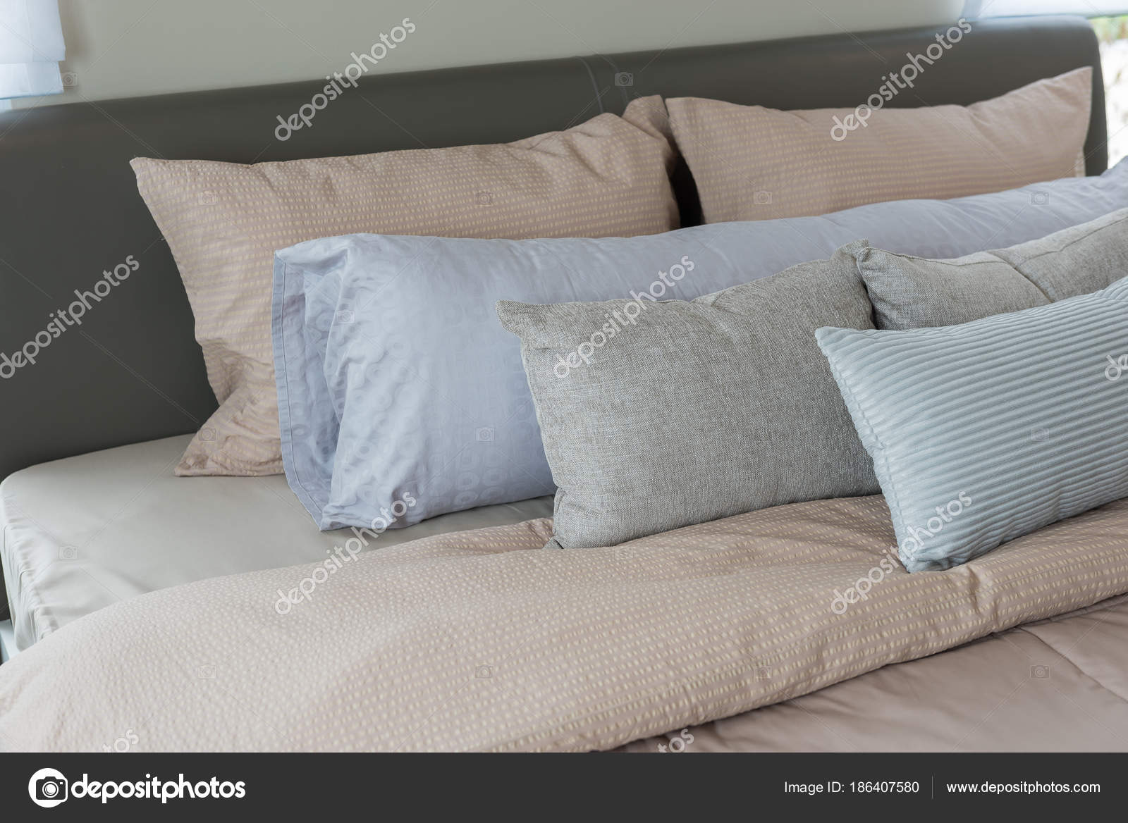 Cuscini Arredo Camera Da Letto.Set Of Pillows On King Bed Size In Luxury Bedroom Stock Photo