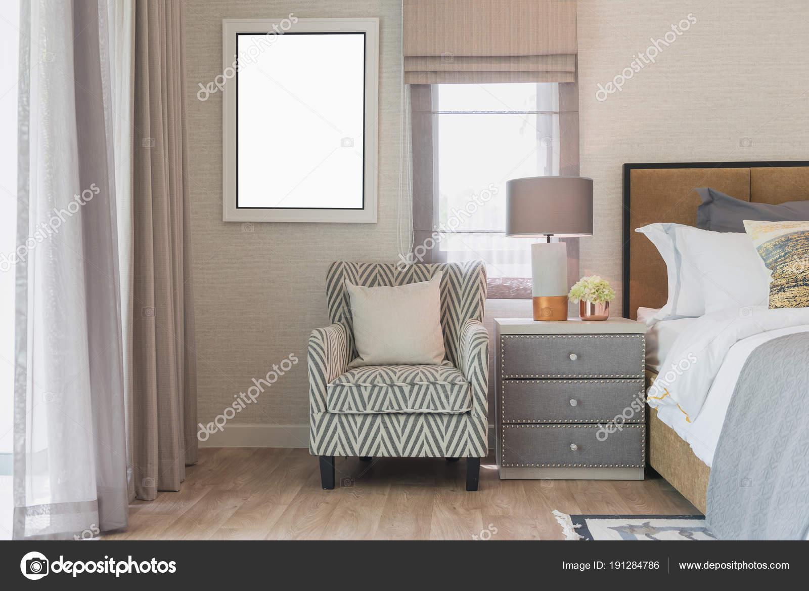 stile classico camera da letto con comodo divano — Foto Stock ...