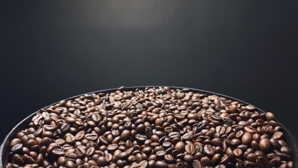 Pád kávových zrn, Zpomalený pohyb.
