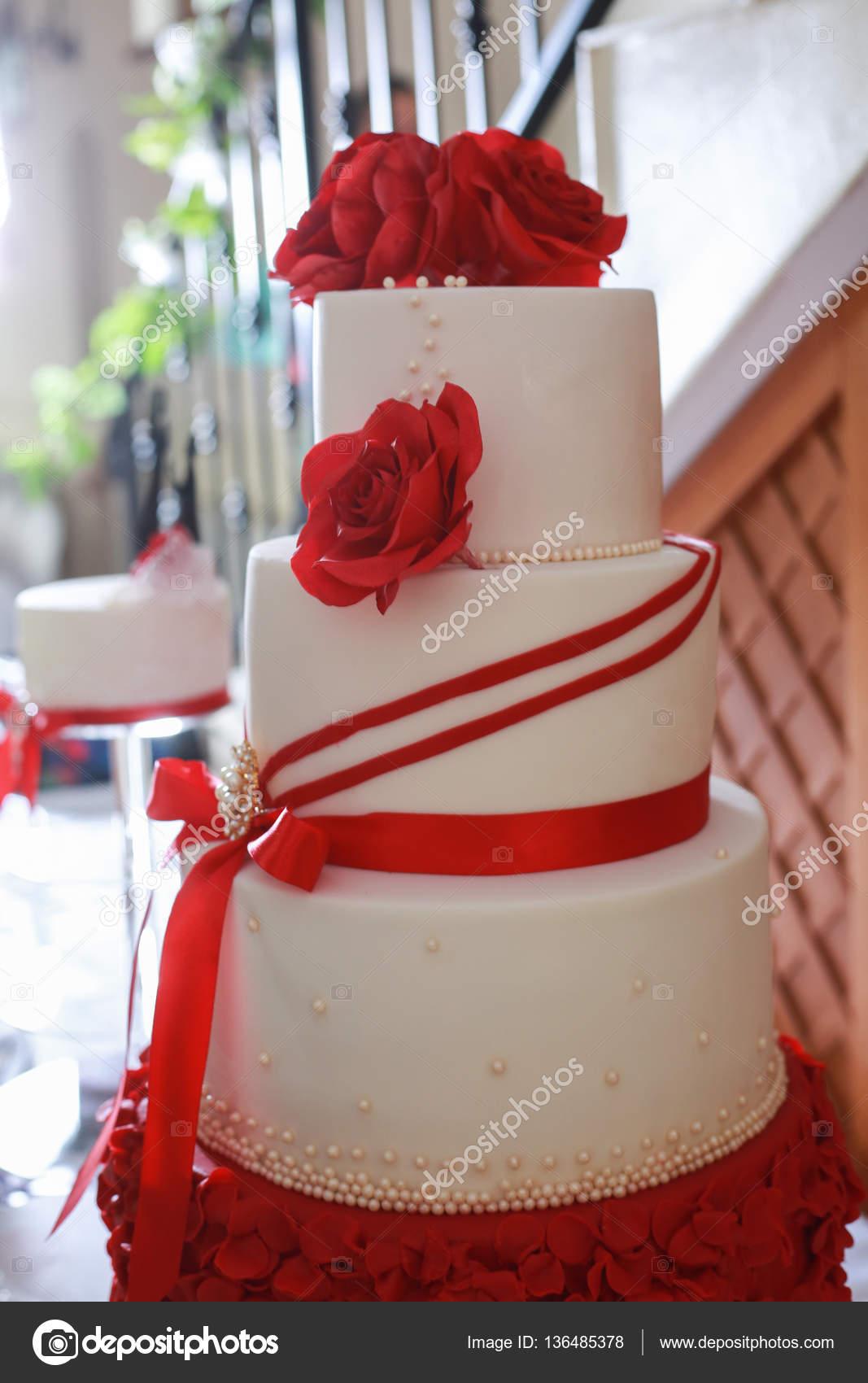 Blanc 4 Détail De Gâteau De Mariage De Niveau Avec Fleur