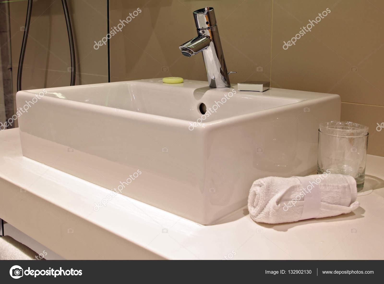 Lavabo Del Bano Lavabos Sanitarios En Moderno Minimalista Foto - Lavabos-minimalistas