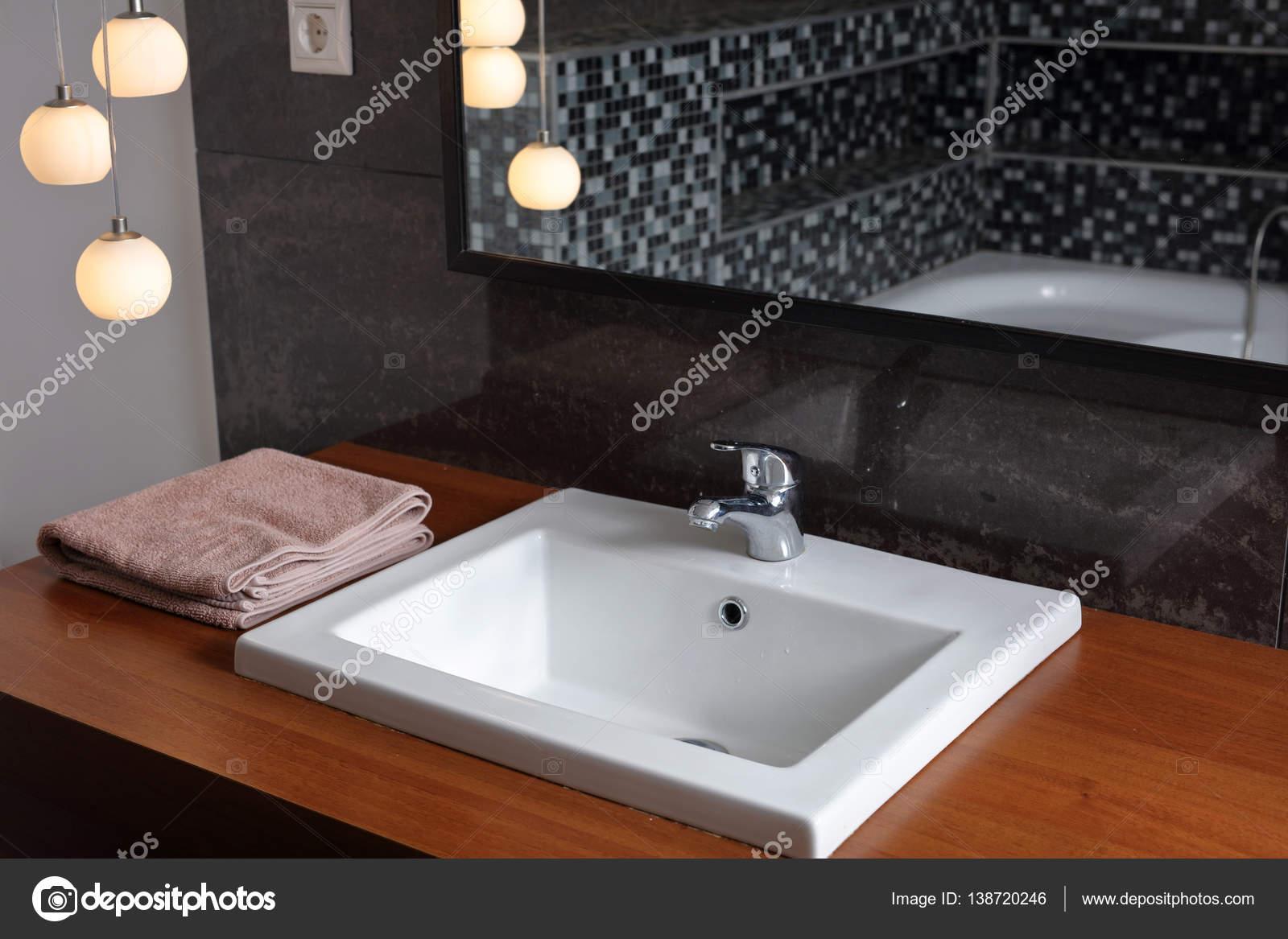 Badkamer wastafel, wastafels. Sanitair in moderne minimalistische ...