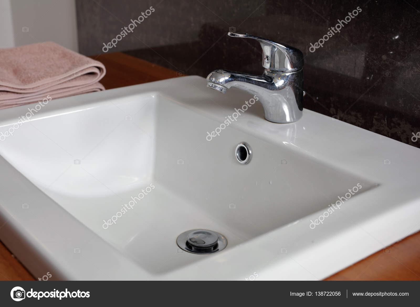 Badkamer wastafel, wastafels. Sanitair modern minimalistisch design ...