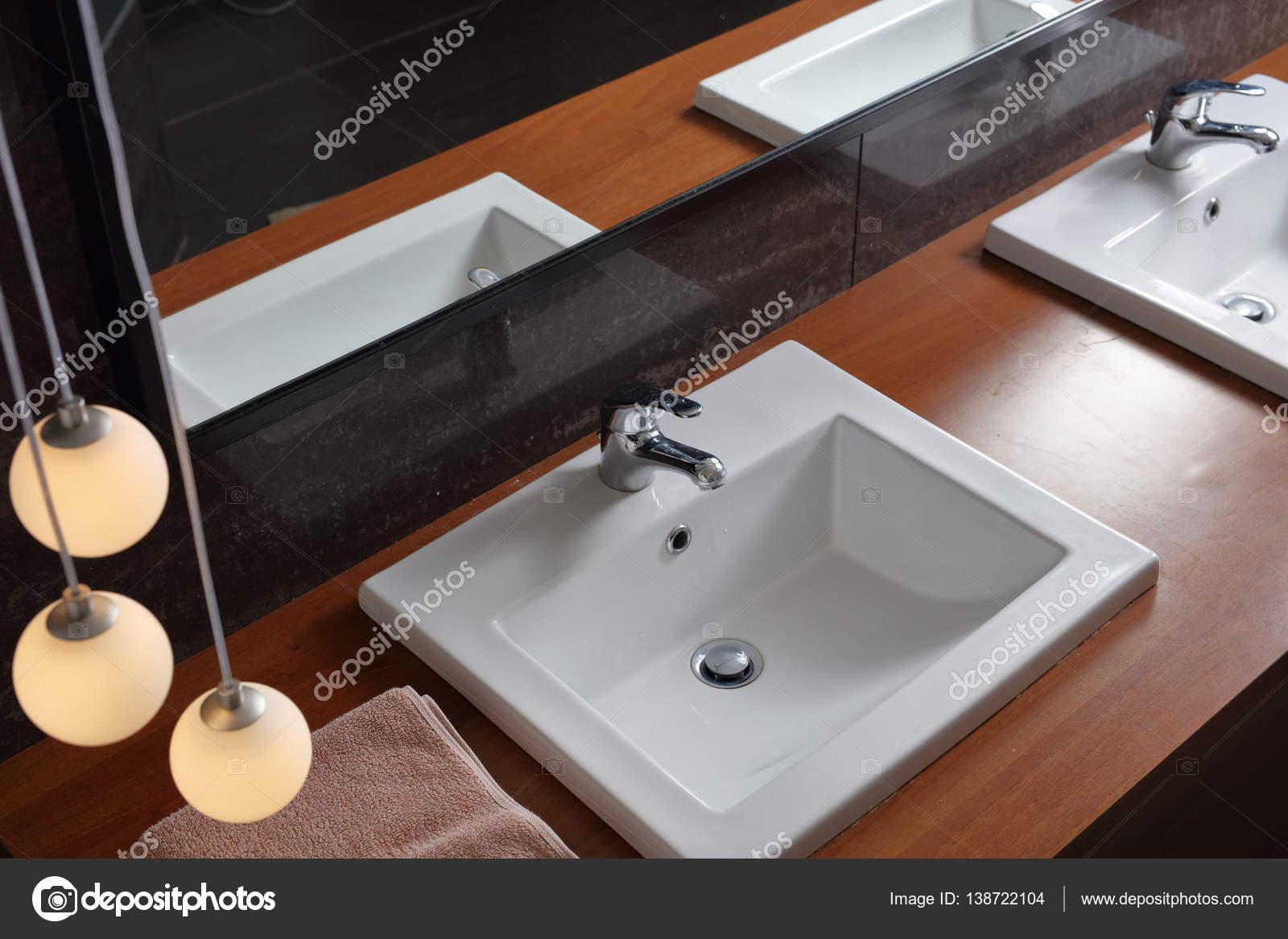 Badkamer wastafel wastafels. sanitair modern minimalistisch design